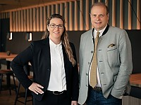 Freuen sich über die Wiedereröffnung: (v.l.) Hotelmanagerin Angelina Meixner und Dr. Clemens Ritter von Kempski, Geschäftsführer und Eigentümer der Ritter von Kempski Privathotels