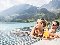Eintauchen und Auftanken - in einem der Outdoor-Pools der Andreus Resorts