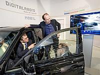 Immer mehr Digitalradio - Servicedienste halten Einzug ins Auto - hier: Präsentation von Journaline im Auto auf IFA 2013