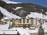 Der Almhof im Zillertal bietet schneesicheres Wintervergnügen für Familien