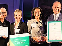 Die Gewinner des Hospitality HR Awards bei der Preisverleihung in Frankfurt: (v.r.) Dr. Clemens Ritter von Kempski, Eigentümer und Geschäftsführer, Susanne Kiefer, Direktorin, Anja Gorges, Stellv. Direktorin, Cassandra Schlangen, Personalberaterin