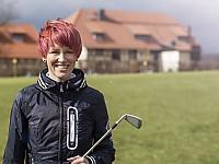 """Kati Wilhelm, Markenbotschafterin des Hotels und Ex-Spitzensportlerin bietet """"Golf-Biathlon"""" an"""