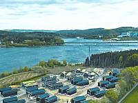 Die 21 MANOAH-Häuser liegen direkt am Ufer des Zeulenrodaer Meers vis á vis zum Bio-Seehotel Zeulenroda