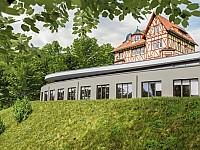 Das historische Romantik Hotel Freiwerk wird durch einen modernen zweigeschossigen Anbau ergänzt