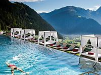 Schwimmen im Paradies - 25 Meter langes Sportschwimmbecken im Stock resort