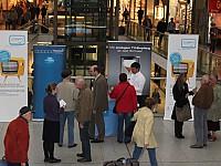Infostand im Leipziger Hauptbahnhof