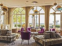 Seit Mai 2018 ganz neu: Raffinierte Licht- und Reflexionseffekte in der Lounge des Strandhotel Atlantic