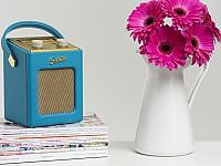 Das Roberts Revival Mini in 50er Jahre Optik gibt es in drei schrillen Farben