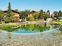 Das familiengeführte 5-Sterne Parkhotel Frank - der Naturpool, die Liegewiese und der Garten bieten herrliche Orte für Inspiration und Entspannung