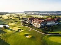 Inmitten von Golf-Plätzen und sanften Hügeln liegt das Spa & Golf Resort Weimarer Land