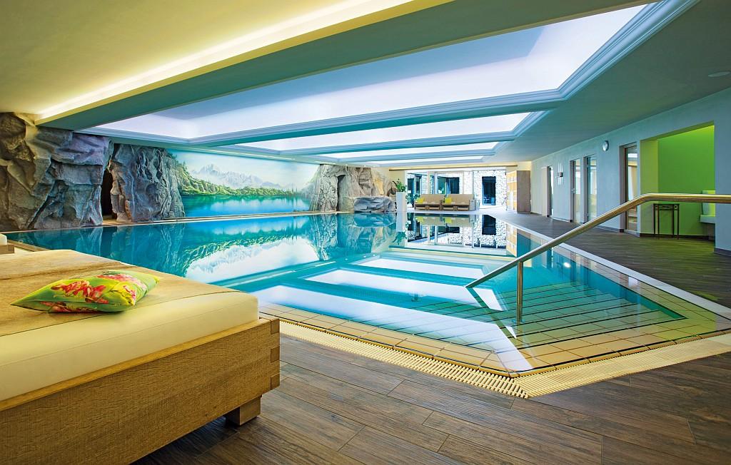 Neue WellÉtage mit Schwimmbad