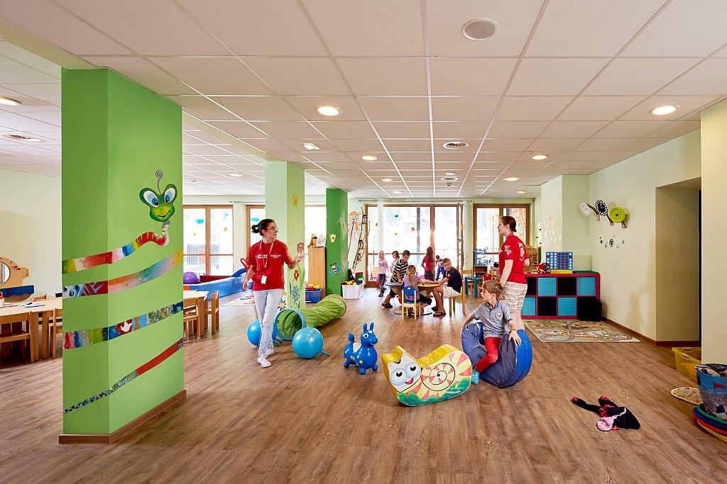 Liebevolle Kinderbetreuung für verschiedene Altersgruppen