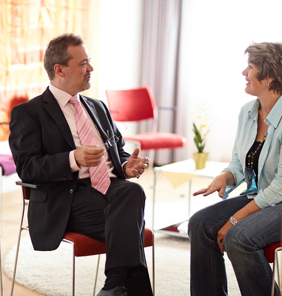 In der Gesprächstherapie: Prof. Dr. med. Christoph Bielitz, Geschäftsführender Ärztlicher Direktor Sigma-Zentrum Privatklinikum