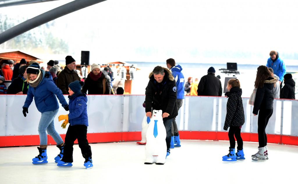 Auch für Team-Events ist das Kunsteis in der Seestern Panorama Bühne geeignet