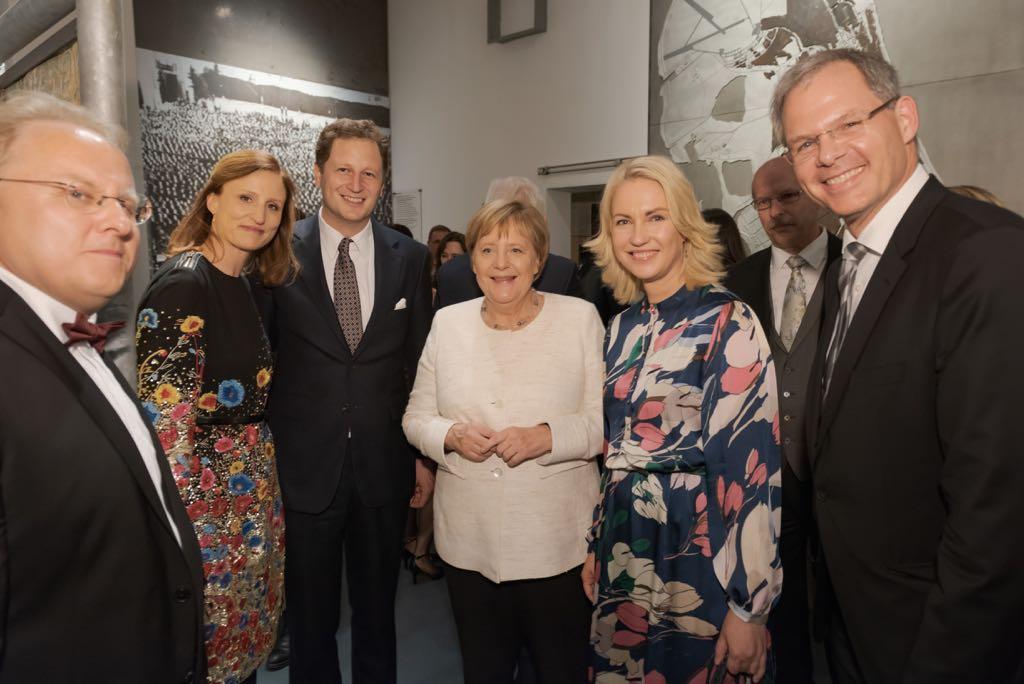 v.r.n.l. SEETELHOTEL-Geschäftsführer Seelige-Steinhoff mit Mecklenburg-Vorpommerns Ministerpräsidentin, Manuela Schwesig und Bundeskanzlerin Angela Merkel
