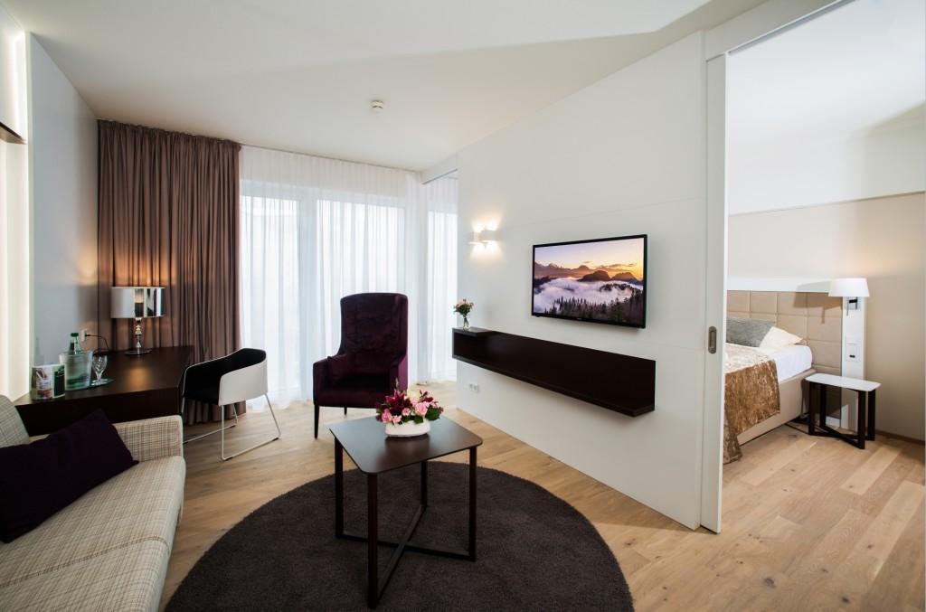 Stilvoll und modern eingerichtetes Zimmer