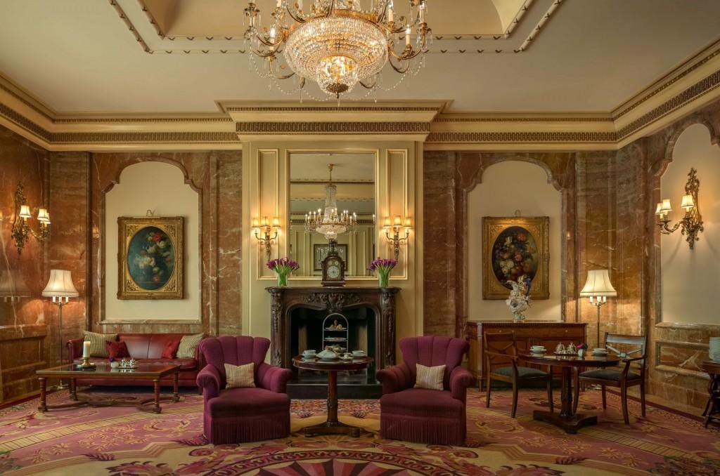Stilvolles Tea-Time-Ambiente in der Lobby Lounge