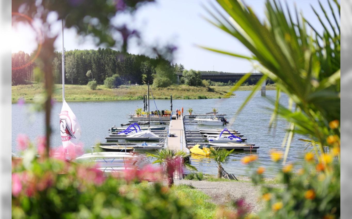 Ideal für den Sommer - Bootsanlegesteg am Zeulenrodaer Meer