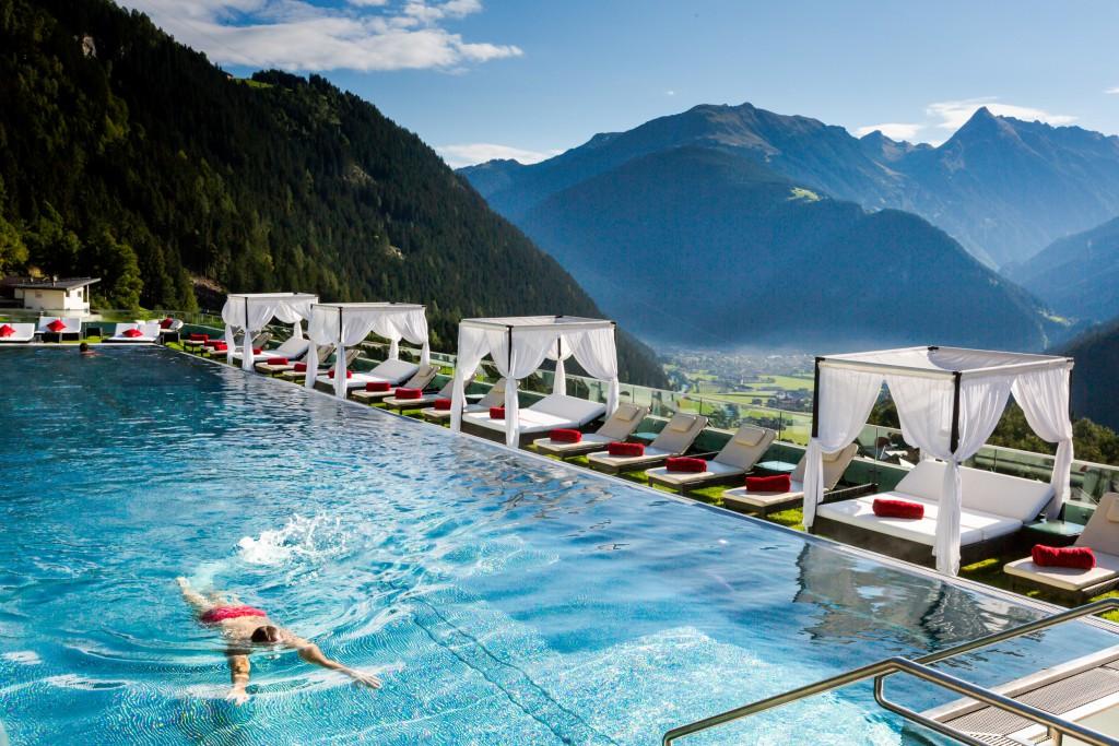 Schwimmen im Paradies - 25 Meter langes Sportschwimmbecken