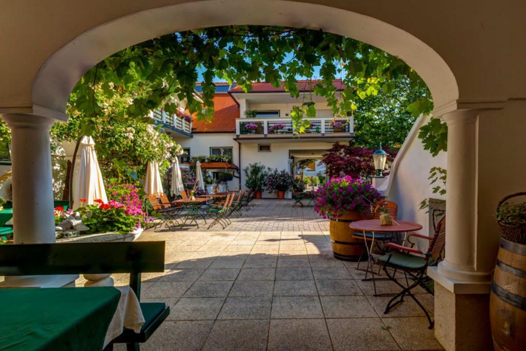 Landhaus-Architektur vom Feinsten - Schindler Innenhof