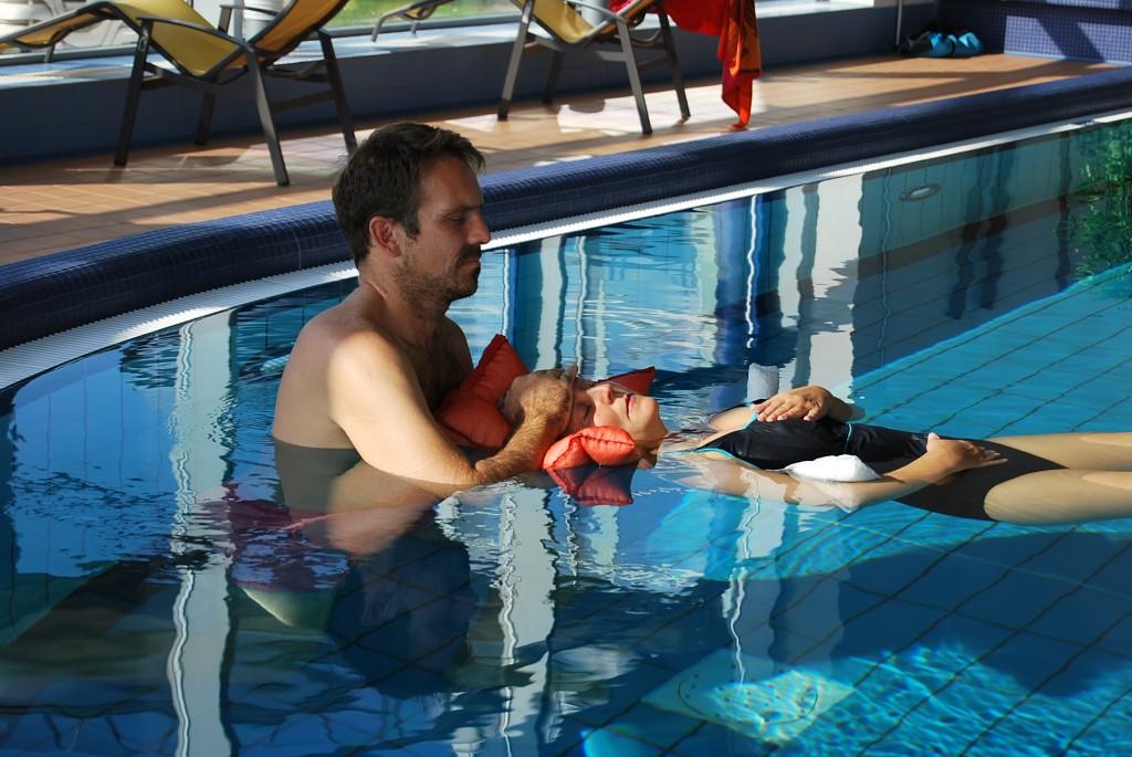 Loslassen können und gehalten sein im warmen Solewasser