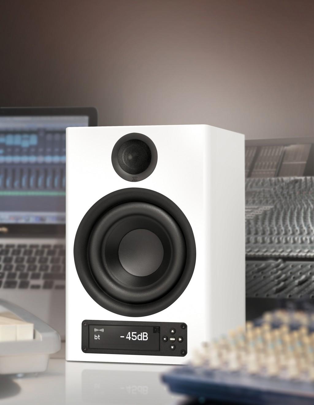 Der neue Aktivlautsprecher nuPro X-4000 ist nicht nur für den privaten Musikgenuss, sondern auch für Professionals aus dem Rundfunkbereich einsetzbar