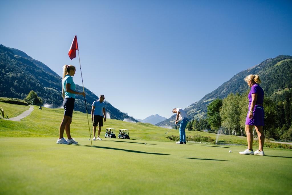 Direkt am 18-Loch-Golfplatz gelegen