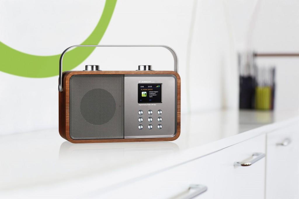 Der kleine Brucher: auch das DR850 ist hybrid und verbindet Retroholzgehäuse mit eindrucksvollem Klang und Farbdisplay