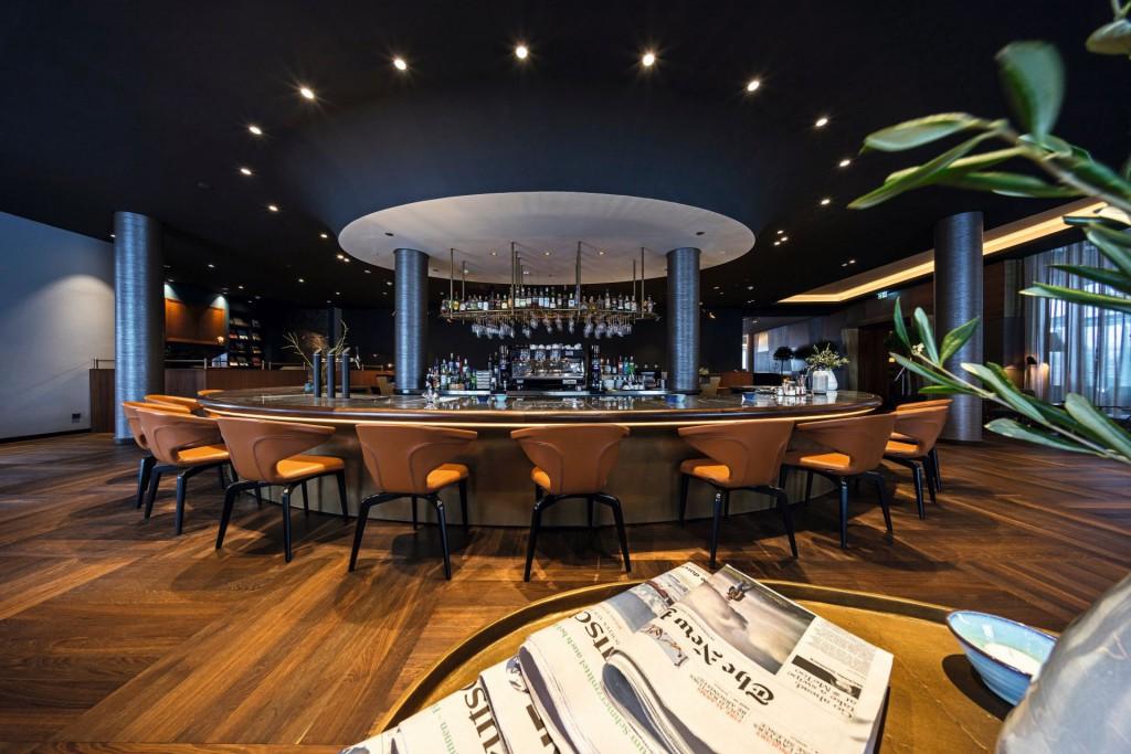 Die Bar als zentrales Herzstück der INFINITY Lounge