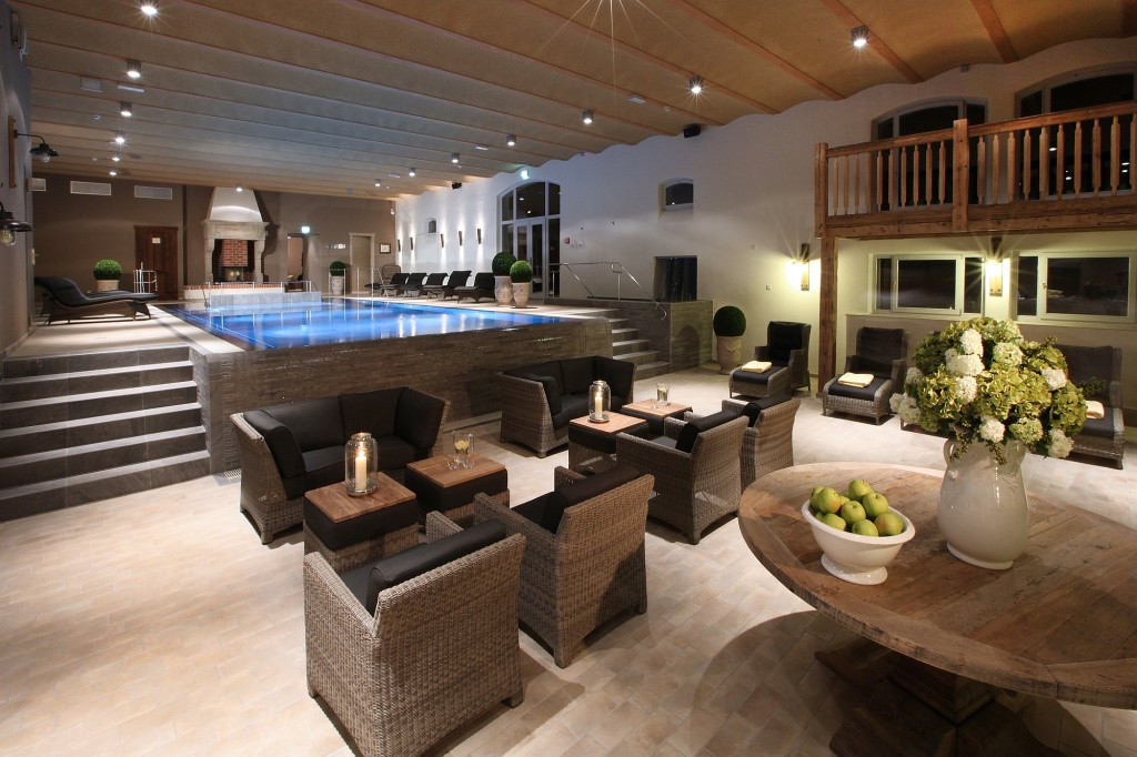 Lindentherme Innenpool mit Lounge