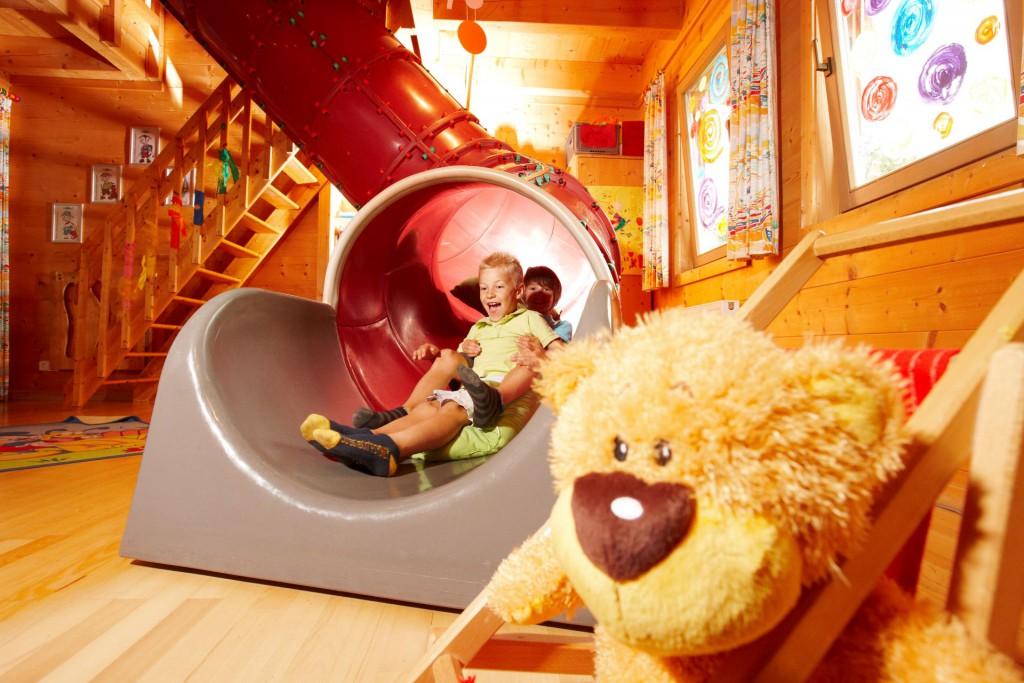 Spiel und Spaß in  BIBIs Kinderclub