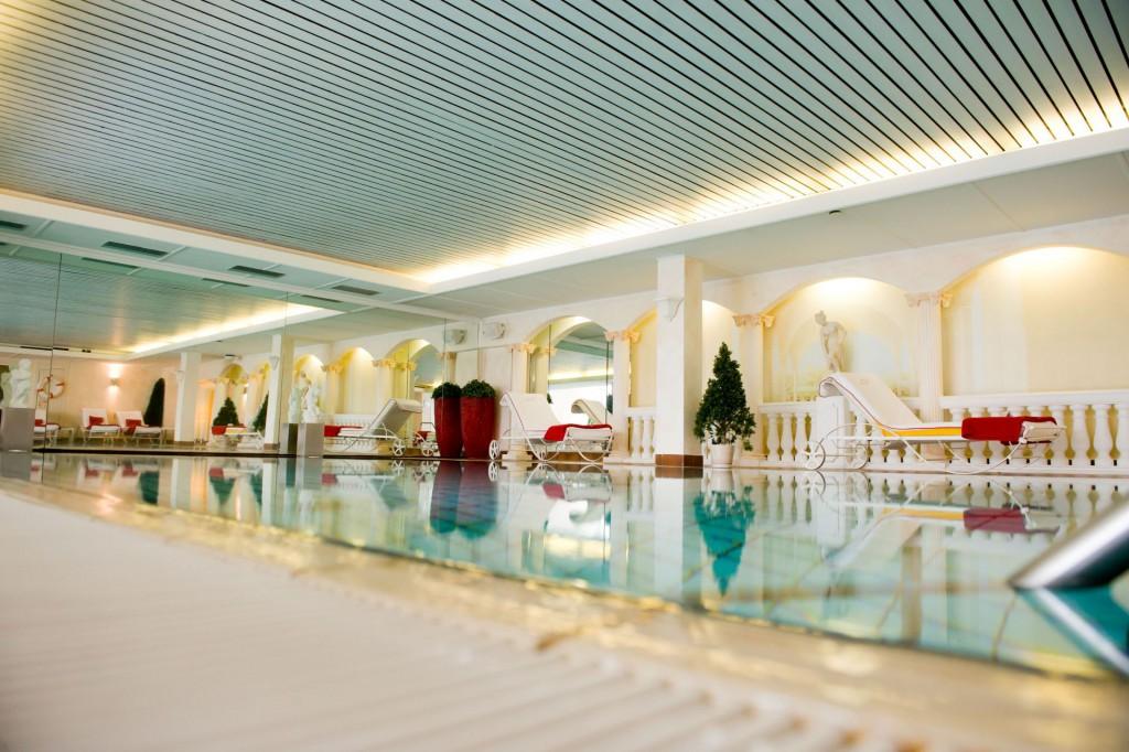 Sportschwimmbecken mit Gegenstromanlage