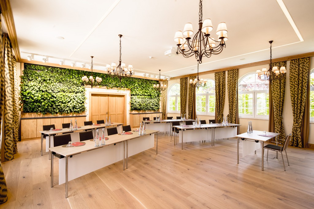 Lebendige Pflanzenwand im Grünen Salon
