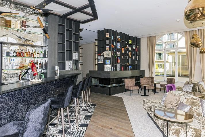 Bar und Bibliothek im neuen Ambiente
