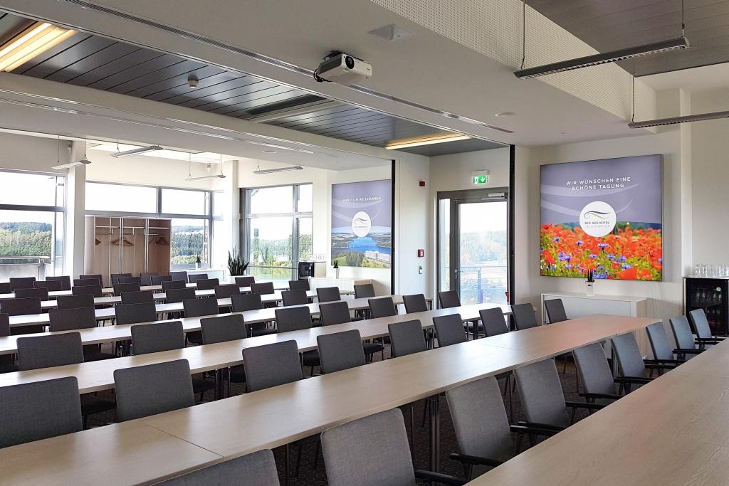 In zwei modernen Tagungsräumen können Präsentationsflächen bedruckt werden