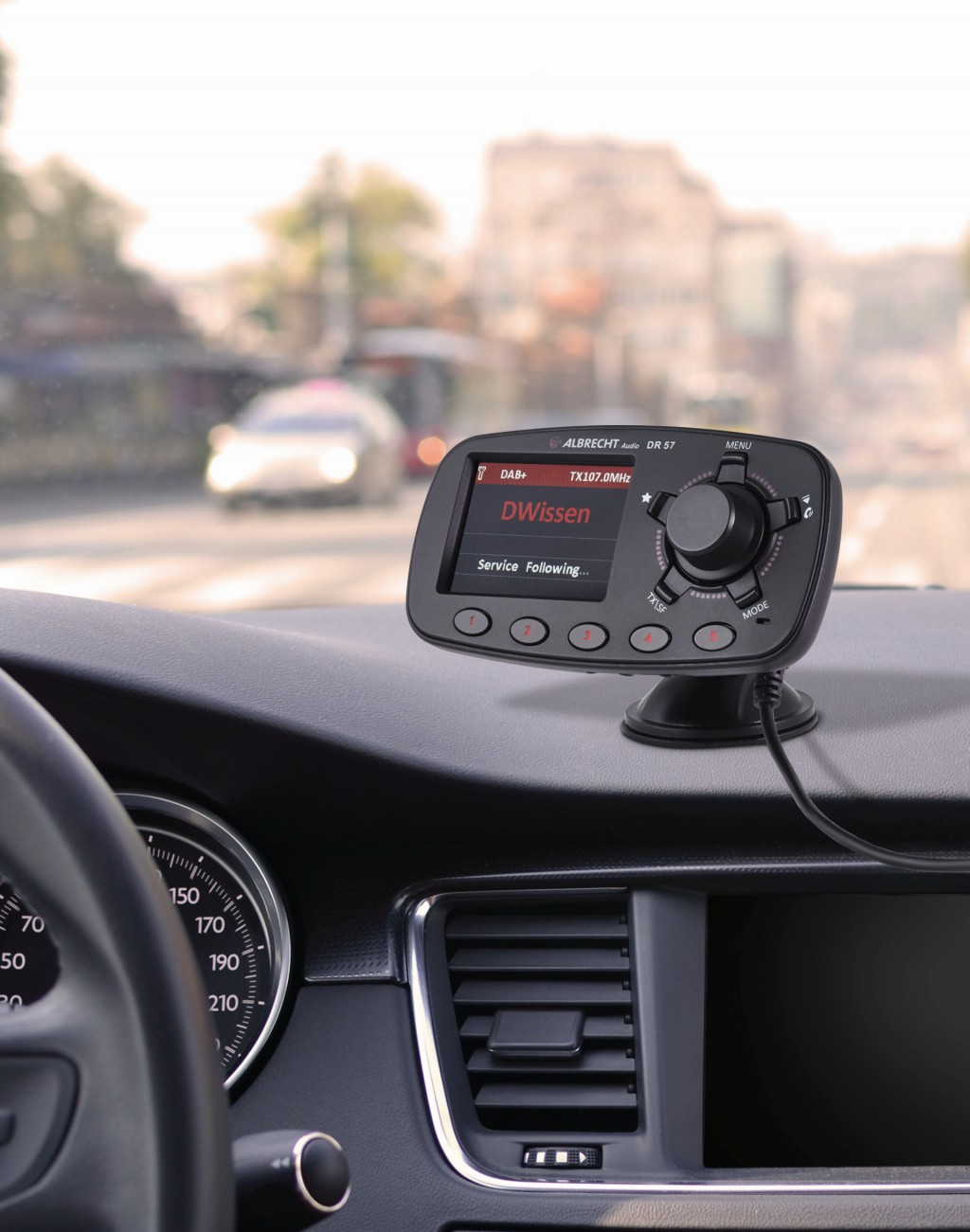 Alan Albrecht bietet zum DAB+ Empfang auch Adapter fürs Auto an