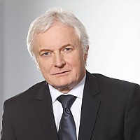DR. ROLAND RAITHEL