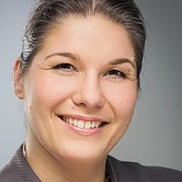Dr. Annabel Oelmann